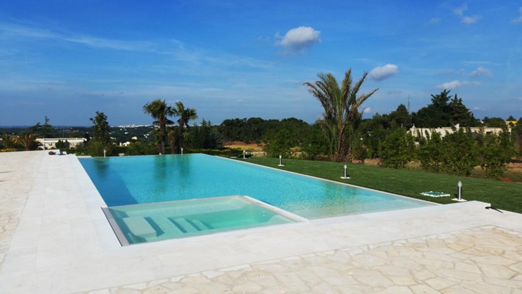 Accessori idromassaggio personalizzati area relax piscina - Accessori per piscina ...
